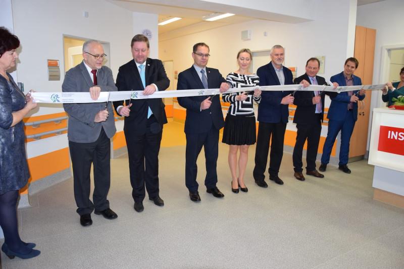 Slavnostní otevření pavilonu E Hamzovy odborné léčebny pro děti a dospělé v Luži - Košumberku