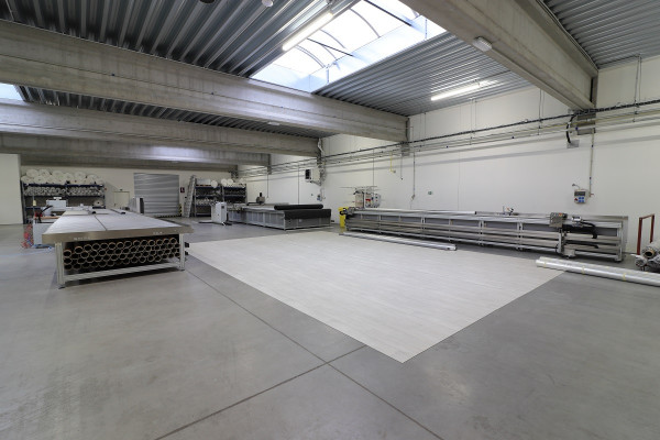 Construction of a production hall for AVAPS